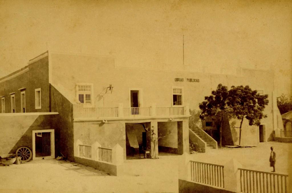 O edifício das Obras Públicas na Ilha de Moçambique, cerca de 1890.